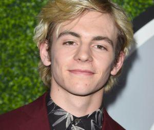 Ross Lynch (Les nouvelles aventures de Sabrina) est blond dans la vraie vie