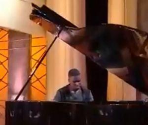 Quotidien : le pianiste prodige Mourad Tsimpou (14 ans) qui a créé le buzz sur les réseaux sociaux impressionne Yann Barthès et son équipe en direct de l'émission.
