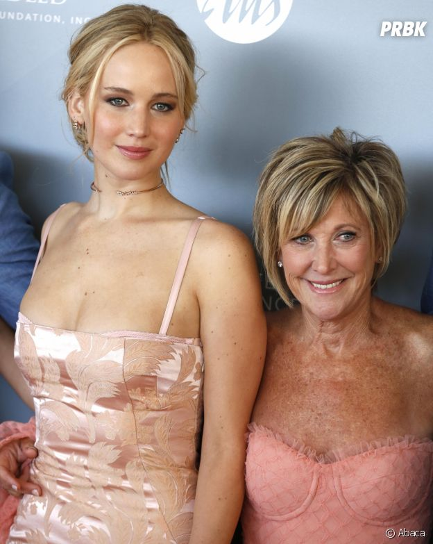 Ces stars qui posent avec leur famille sur un tapis rouge : Jennifer Lawrence et sa mère Karen