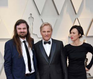 Ces stars qui posent avec leur famille sur un tapis rouge : Viggo Mortensen avec sa femme Ariadna Gil et son fils Henry