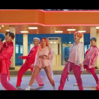 """BTS et Halsey s'éclatent dans le clip """"Boy With Luv"""""""