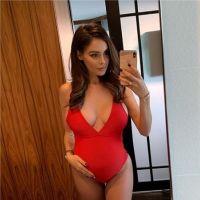 Nabilla Benattia ose poser entièrement nue pour dévoiler son joli baby bump de future maman