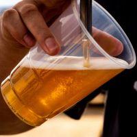 À Barcelone, un bar offre une bière en échange d'un verre de mégots