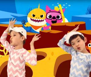 Baby Shark Dance - Pinkfong! Kids' Songs & Stories (3,1 millions de pouces rouges)
