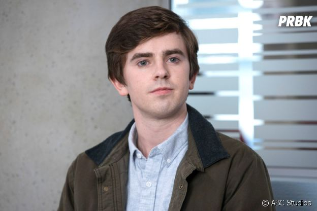 Freddie Highmore dans Good Doctor