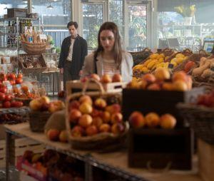 You saison 2 : Joe (Penn Badgley) et Love Quinn (Victoria Pedretti) sur une photo