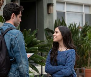 You saison 2 : Elie (Jenna Ortega) face à Joe sur une photo