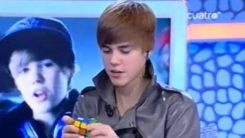 Justin Bieber 1 Min 30 Pour Résoudre Un Rubiks Cube Purebreak