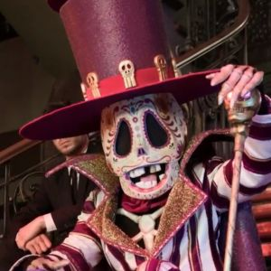 Mask Singer 2 : quelle célébrité se cache derrière le squelette ? Les indices sur son identité