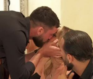 Illan (Les Marseillais VS Le reste du monde 5) embrasse Victoria devant Inès lors du jeu des problèmes