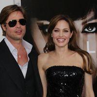 Angelina Jolie ... Une bague à 500 000 dollars pour Brad
