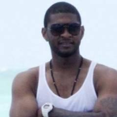 Michael Jackson ... Usher lui rend hommage lors d'un concert (vidép)