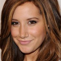Ashley Tisdale... nue pour le magazine Allure (VIDEO)