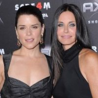 Scream 4  ... Courteney Cox et ses copines paradent pour la sortie du film (PHOTOS)
