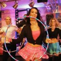 Lylloo et Willy William VIDEO... Découvrez Hula Hoop, un nouveau clip qui bouge