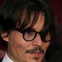 Johnny Depp ... un Pirate des Caraibes cousin avec la reine d'Angleterre