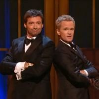 VIDEO ... quand Hugh Jackman et Neil Patrick Harris se rencontrent aux Tony Awards