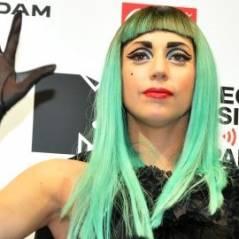 Lady Gaga au Japon avec des cheveux et en larmes ... Emotive et motivée (PHOTOS)
