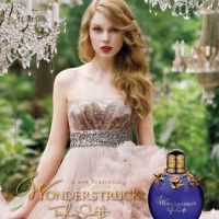 PHOTO - Taylor Swift en princesse : elle dévoile la pub de son premier parfum