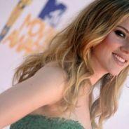 Scarlett Johansson oublie Ryan Reynolds dans les bras d'un beau musicien