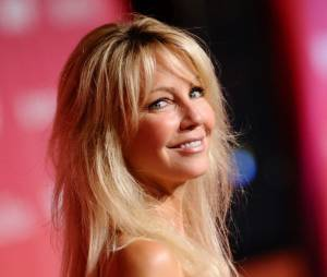 Heather Locklear tout sourire sur le tapis rouge