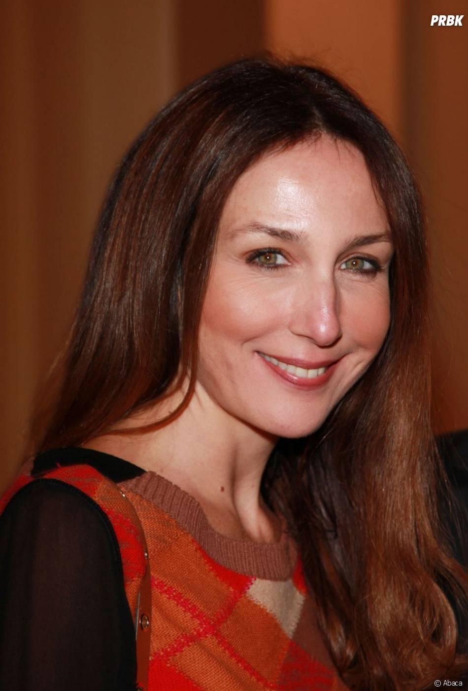 Elsa Zylberstein très souriante