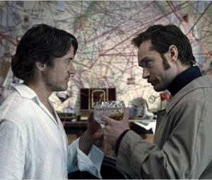 Robert Downey Jr. et Jude Law dans Sherlock holmes 2