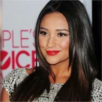 Shay Mitchell : séance maquillage avec une Pretty Little Liars (VIDEO)