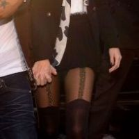"Selena Gomez : Miley Cyrus lui a ""volé"" ses collants ! (PHOTOS)"