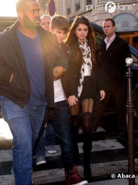 Selena Gomez s'est fait piquer ses collants par Miley Cyrus !