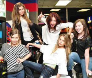 Noah Cyrus : avec ses copines, c'est la fête !