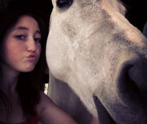 Noah Cyrus adore les chevaux
