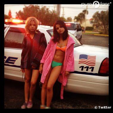 Selena Gomez embarquée par les flics sur le tournage de Spring Breakers !