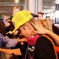 Justin Bieber à Londres : ses fans se l'arrachent et pleurent ! (PHOTOS)