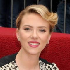 Scarlett Johansson fait le trottoir pour une étoile à Hollywood ! (PHOTOS)
