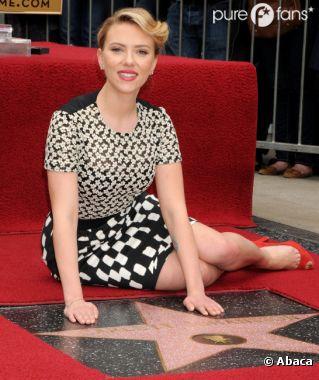 Scarlett Johansson sur le trottoir pour son étoile !