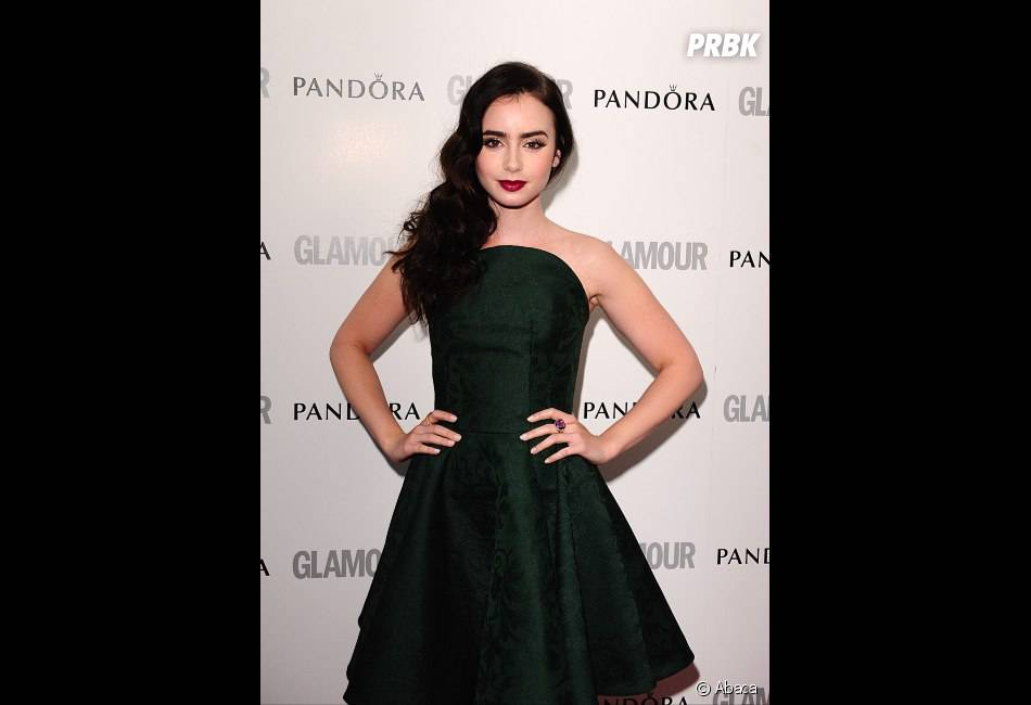 Lily Collins a choisi une robe Alexander McQueen