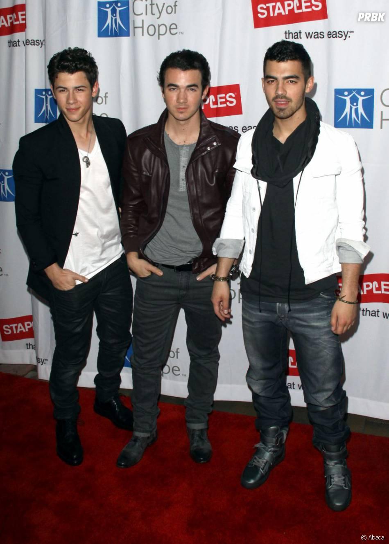 Deux des Jonas Brothers visitent actuellement la capitale parisienne