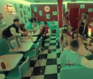 Albiance diner dans le nouveau clip de Caroline Costa