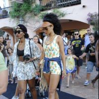 Rihanna : ultra-sexy pour faire du shopping entre girls ! (PHOTOS)
