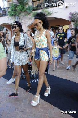 Rihanna au top dans sa combi-short Topshop