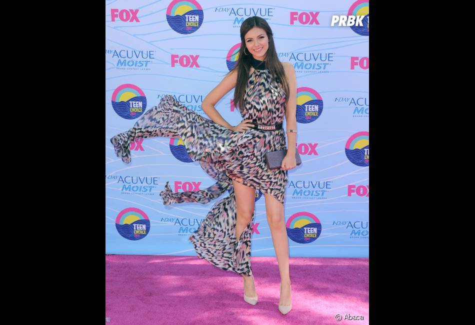 Victoria Justice nous flashe ses jambes !
