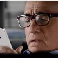 Martin Scorsese en mode acteur et pote de Siri sur l'Iphone 4S (VIDEO)
