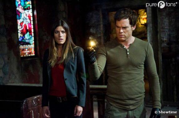 Une scène en mode séduction entre Dexter et Debra !