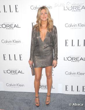 Le décolleté jusqu'au nombril de Jennifer Aniston a enfin payé !
