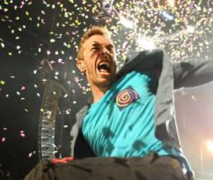 Chris Martin à fond lors d'un concert de Coldplay