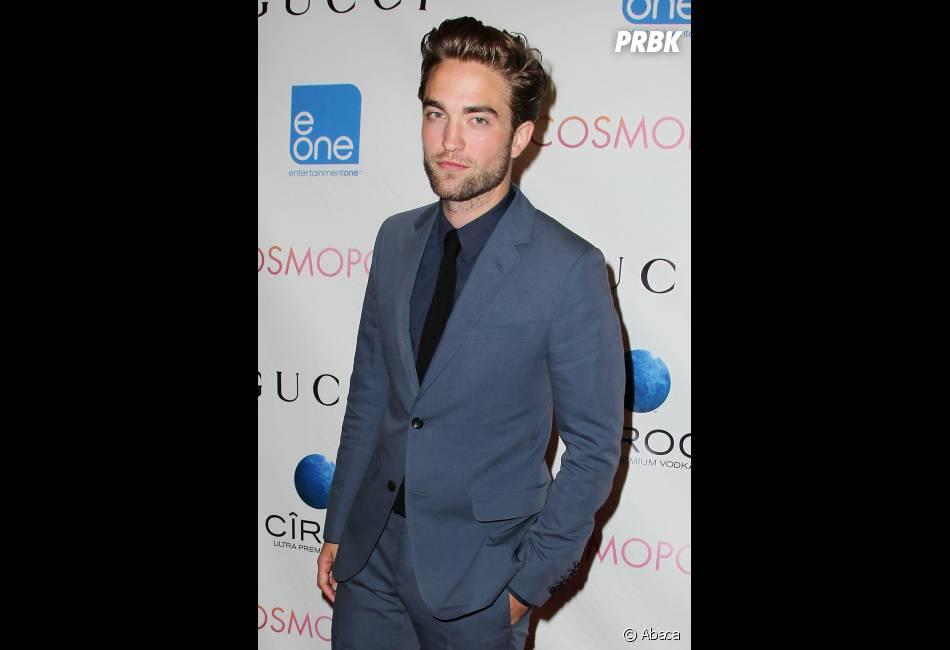 Robert Pattinson trop classe dans son costume gris !