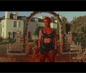 Découvrez le clip haut en couleur de Blow Me One Last Kiss signé Pink !