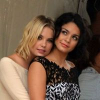 Vanessa Hudgens et Ashley Benson : gros câlins à Venise avant la projo de Spring Breakers (PHOTOS)