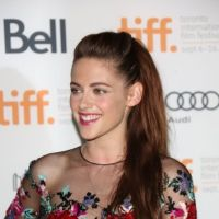 Kristen Stewart : Sa 1ère sortie post-Robert Pattinson ? Entre sourire et moue ! (PHOTOS)